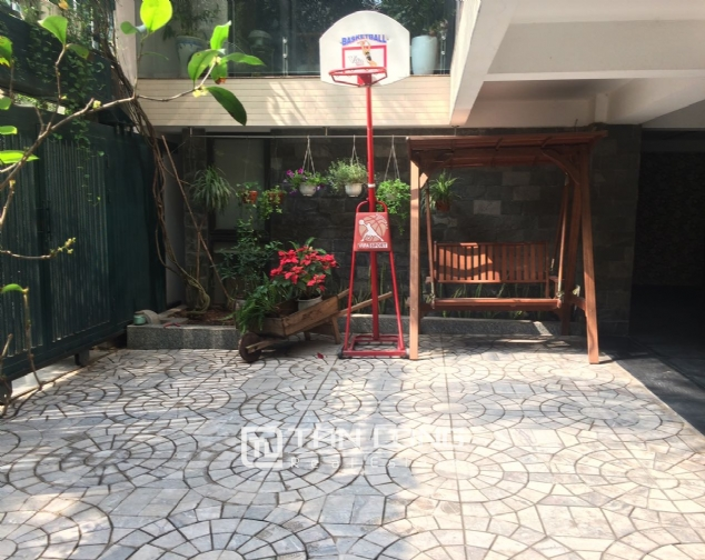 Gardening villa for rent in Nguyen Khanh Toan street, Cau Giay district! 3