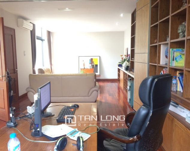 Gardening villa for rent in Nguyen Khanh Toan street, Cau Giay district! 10