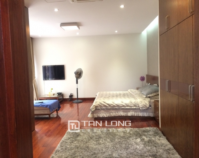 Gardening villa for rent in Nguyen Khanh Toan street, Cau Giay district! 4