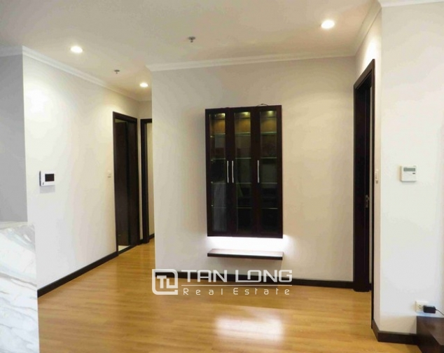 Glamorous condominium in Vinhome Nguyen Chi Thanh , Hanoi for lease 5
