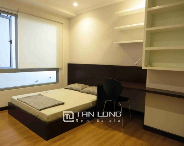 Glamorous condominium in Vinhome Nguyen Chi Thanh , Hanoi for lease 1