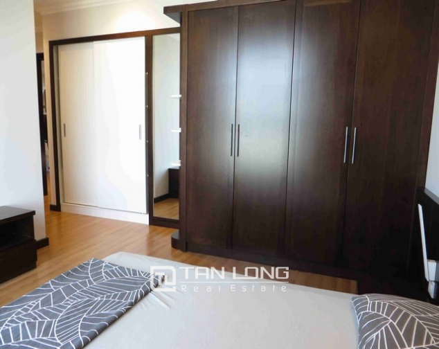 Glamorous condominium in Vinhome Nguyen Chi Thanh , Hanoi for lease 2