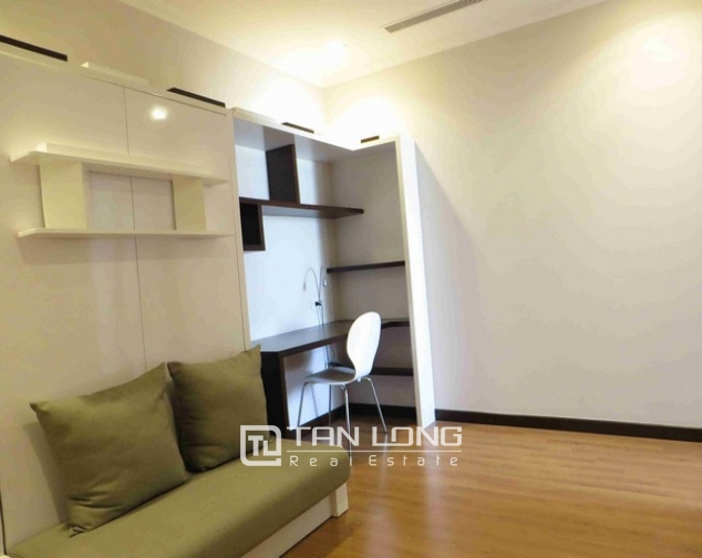 Glamorous condominium in Vinhome Nguyen Chi Thanh , Hanoi for lease 3