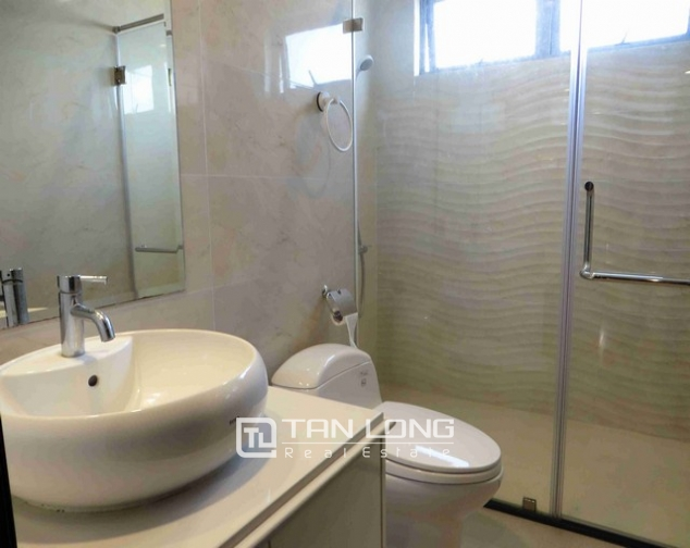 Glamorous condominium in Vinhome Nguyen Chi Thanh , Hanoi for lease 4