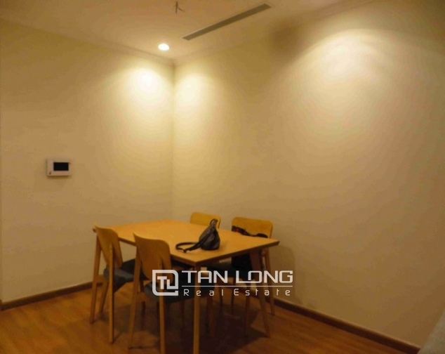 Glamorous Vinhome Nguyen Chi Thanh condominium , Dong Da dist, Hanoi for lease 3