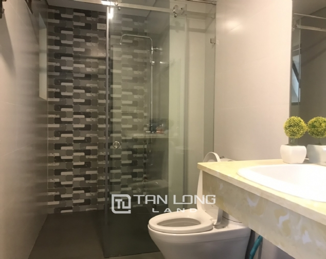 Good apartment for lease in Yen Phu Str, Tay Ho Distr 5