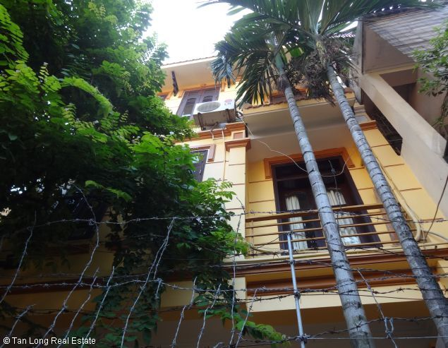 Good unfurnished three bedroom house in Xuan Dieu street Hanoi 2