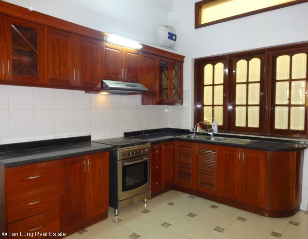 Good unfurnished three bedroom house in Xuan Dieu street Hanoi 6