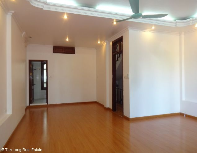 Good unfurnished three bedroom house in Xuan Dieu street Hanoi 8