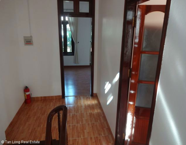 Good unfurnished three bedroom house in Xuan Dieu street Hanoi 1