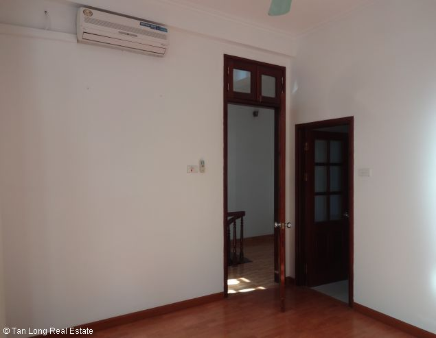 Good unfurnished three bedroom house in Xuan Dieu street Hanoi 3
