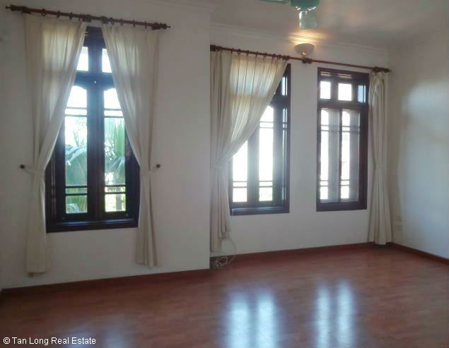 Good unfurnished three bedroom house in Xuan Dieu street Hanoi 5