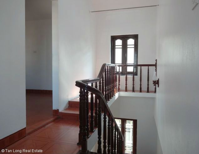 Good unfurnished three bedroom house in Xuan Dieu street Hanoi 9