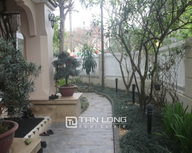 Gorgeous 6 bedroom villa for rent in T4, Ciputra 1