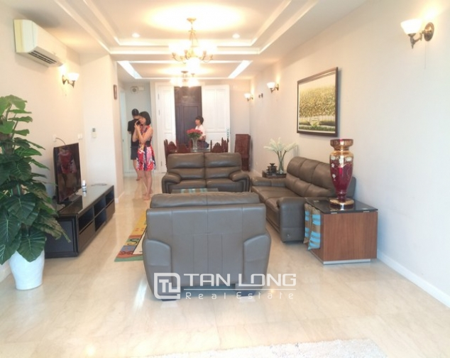 Gorgeous and modern 3 bedroom apartment for rent in P2 building, Ciputra. 1