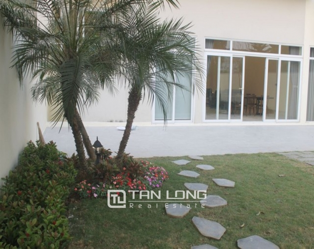 Gorgeous and modern 5 bedroom villa for rent in ciputra 4