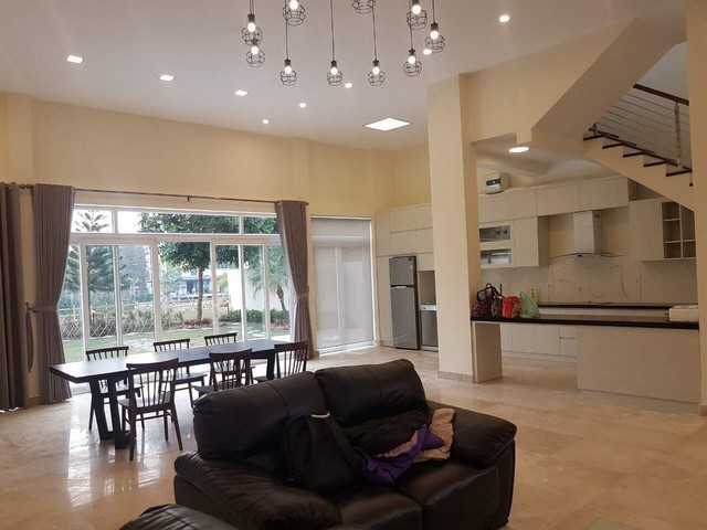 Gorgeous and modern 5 bedroom villa for rent in ciputra