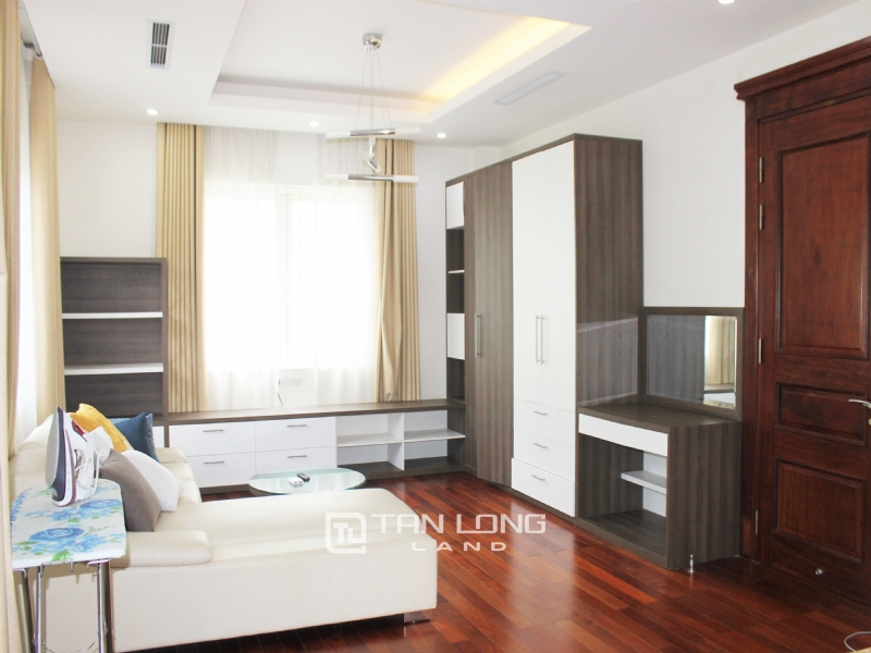 Hanoi Affordable Furnished 3 Bedrooms Duplex Villa in Vinhomes Riverside To Lease 1