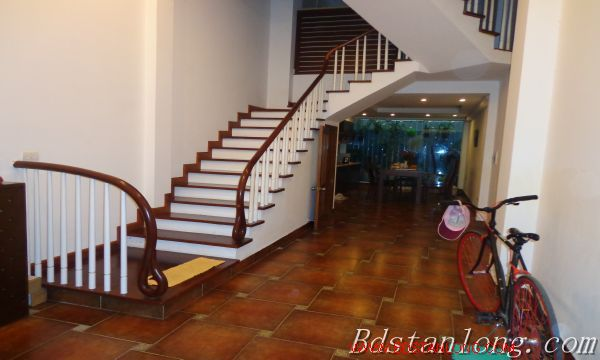 Hanoi house for lease in Xuan Dieu street 1