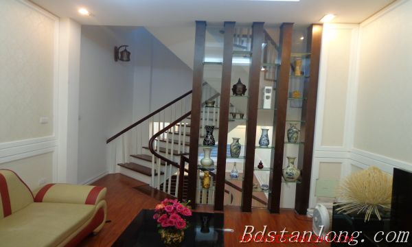 Hanoi house for lease in Xuan Dieu street 8