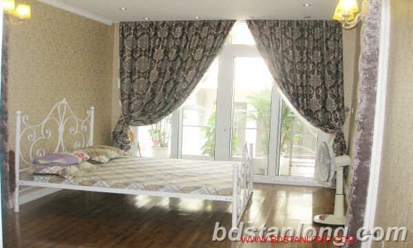 Hanoi house for rent in Nguyen Hoang Ton street, Tay Ho dist 10