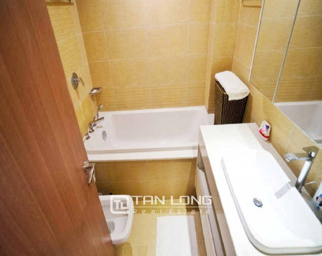 High end 2 bedroom apartment for rent in Vinhomes Metropolis 8