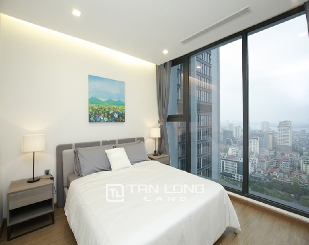 High end 3 bedroom apartment for rent in Vinhomes Metropolis 7