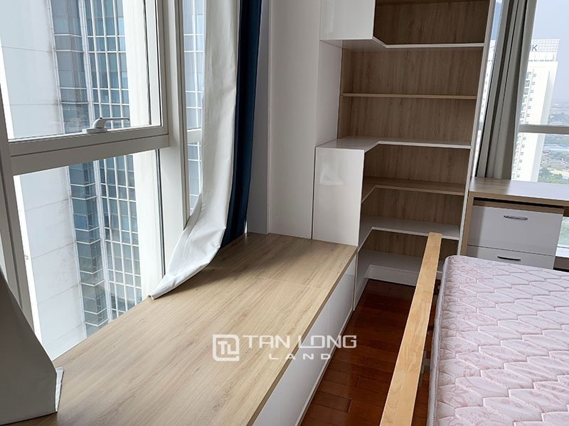 High floor apartment for rent in L2 Tower Ciputra Nam Thang Long 1