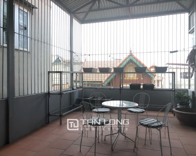 High floor house for rent in Au Co street, Tay Ho district! 3