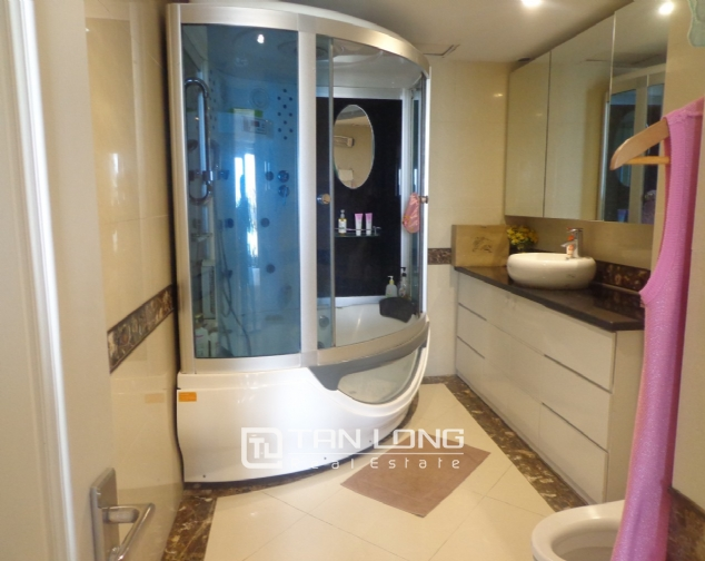 High-end apartment with 3 bedrooms for rent in Kinh Do Tower, 93 Lo Duc 6