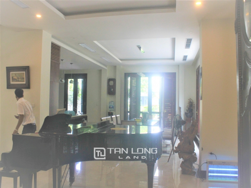 HIGH-END UTILITIES VILLAS FOR RENT IN HOA PHUONG  - VINHOMES RIVERSIDE 2