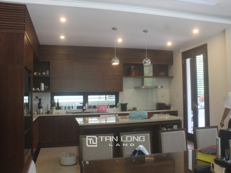 HIGH-END UTILITIES VILLAS FOR RENT IN HOA PHUONG  - VINHOMES RIVERSIDE 9