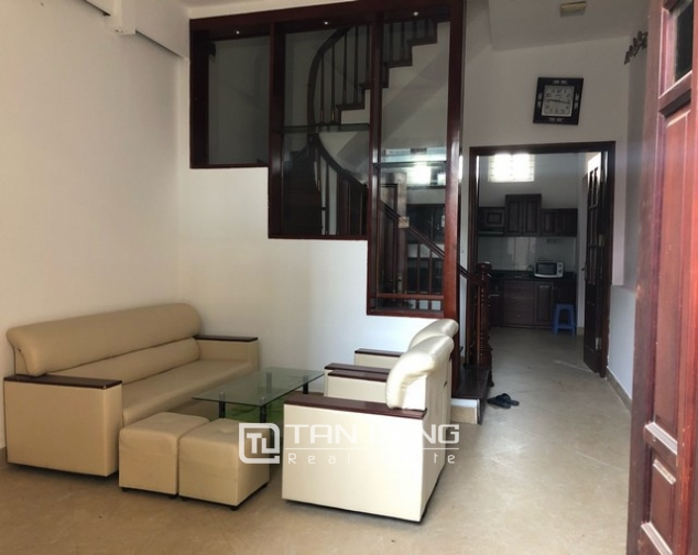 House for rent in Au Co street, Nghi Tam village, Tay Ho district 1