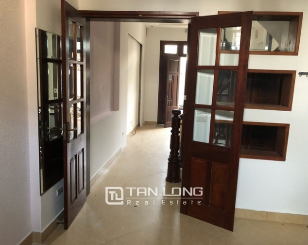 House for rent in Au Co street, Nghi Tam village, Tay Ho district 3