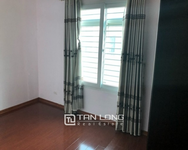 House for rent in Au Co street, Nghi Tam village, Tay Ho district 7