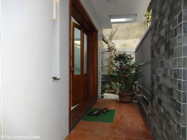 House for rent in Dang Thai Mai street 2