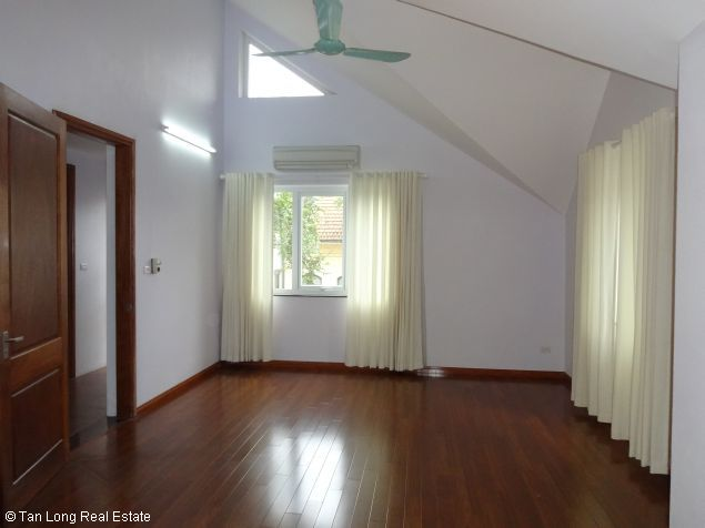 House for rent in Dang Thai Mai street 7
