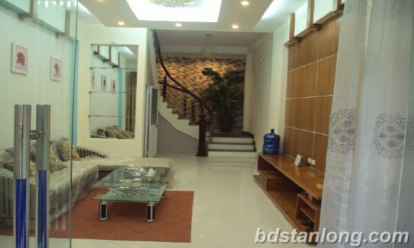House for rent in Lac Long Quan, Tay Ho, Ha Noi