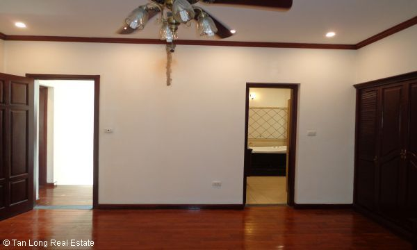 House for rent in To Ngoc Van street, Tay Ho district. 9