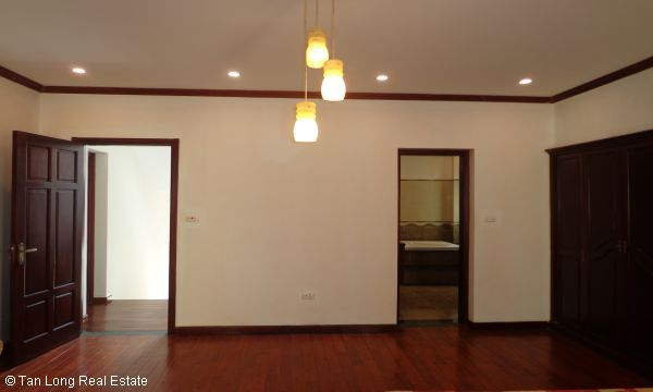 House for rent in To Ngoc Van street, Tay Ho district. 6