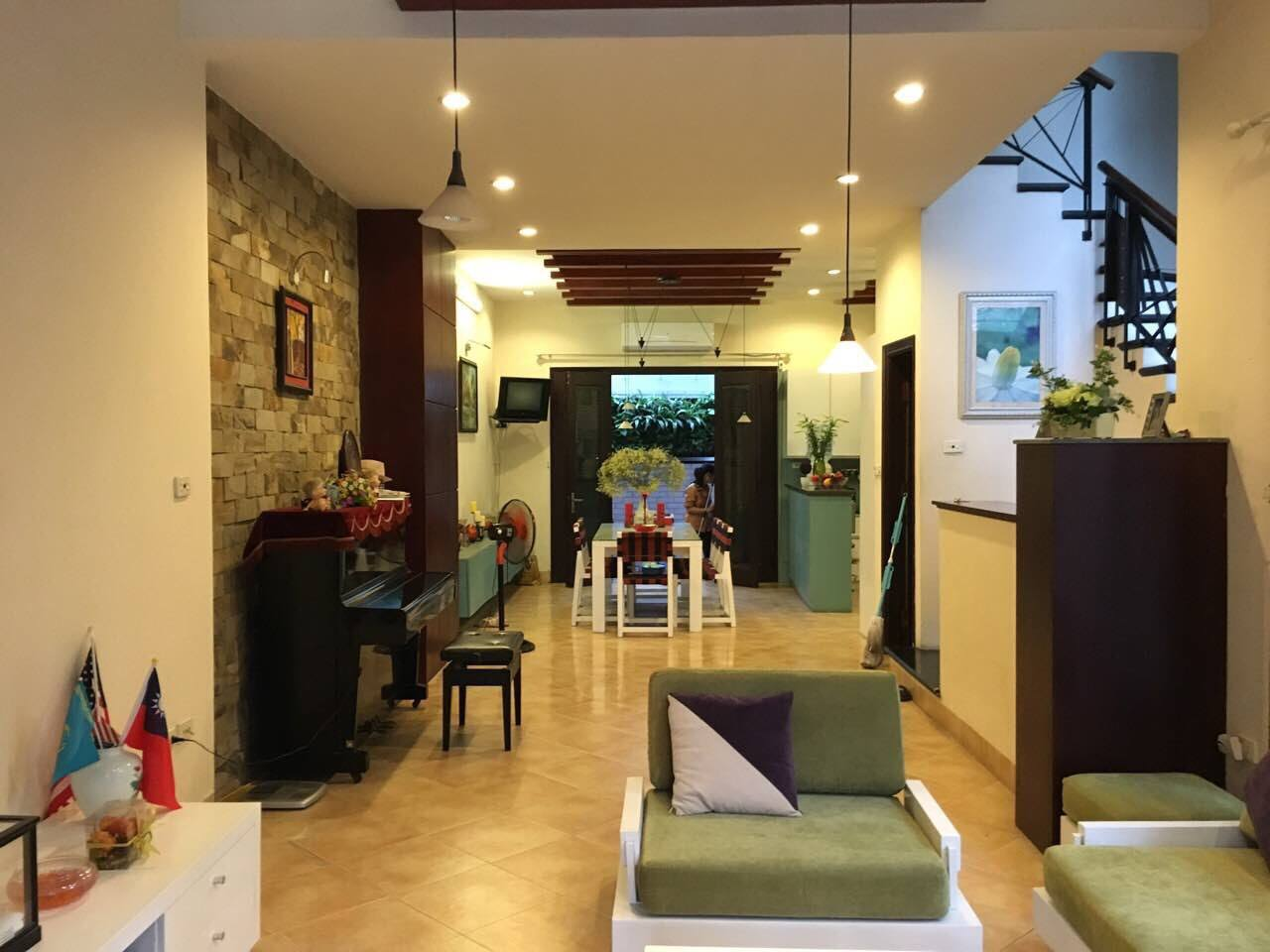House for rent on Lac Long Quan street!