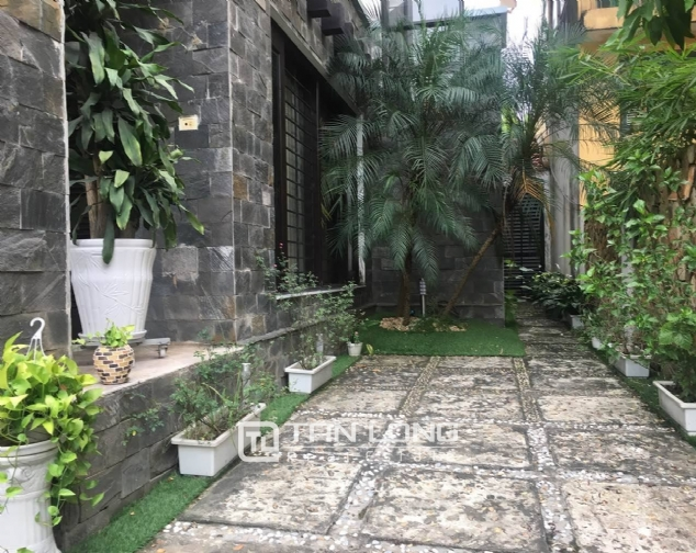 House for rent on Lac Long Quan street! 3