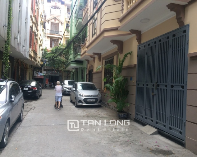 House for rent on Lane 97, Van Cao street, Ba Dinh 1