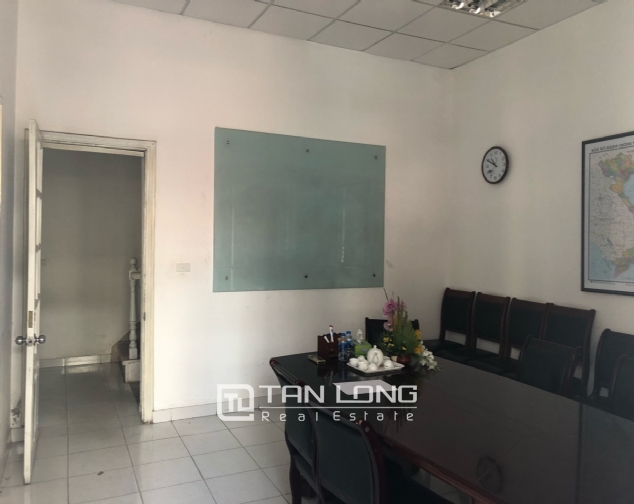 House for rent to make office in Tay Ho street 4
