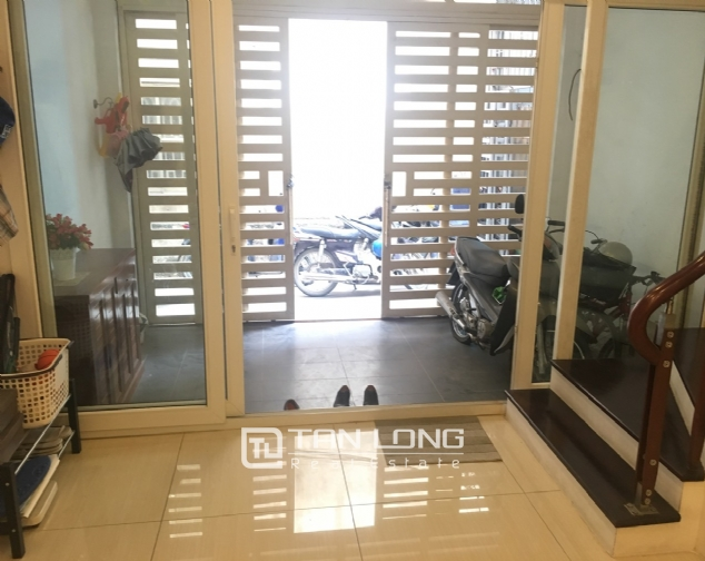 House for rent with 4 bedrooms on Trinh Cong Son street, Tay Ho district! 2