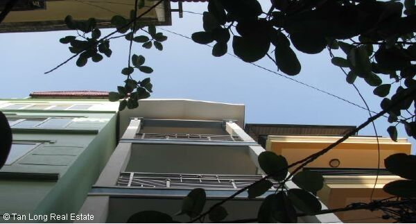 House in Nghi Tam street, Tay Ho district for rent 1