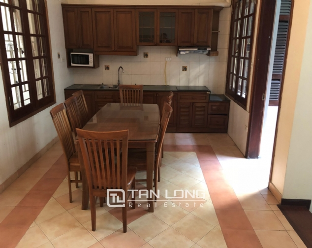 House on Xuan Dieu street for rent. 5