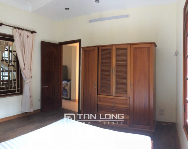 House on Xuan Dieu street for rent. 8