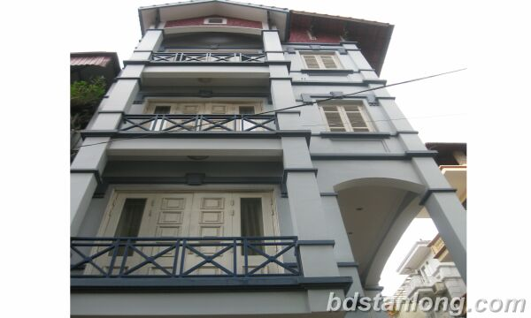 House with 3 bedrooms in Au Co street, Tay Ho for lease
