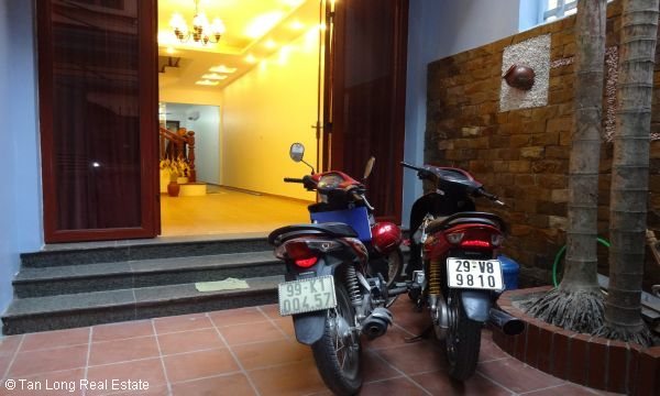 House with 4 bedrooms in Au Co street, Tay Ho for rent. 2